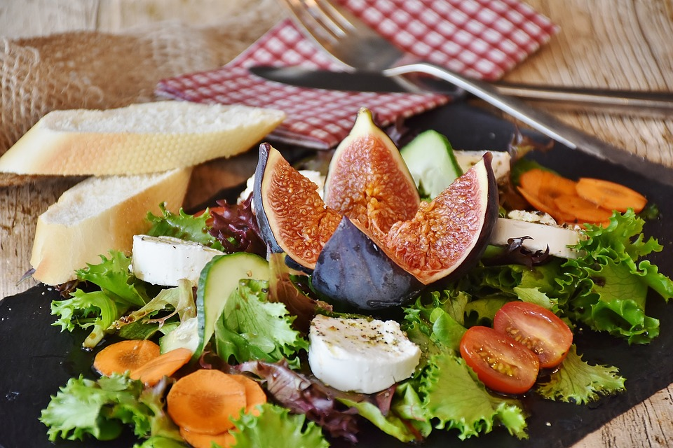 Recetas para cenas ligeras - Ensalada con queso Reny Picot