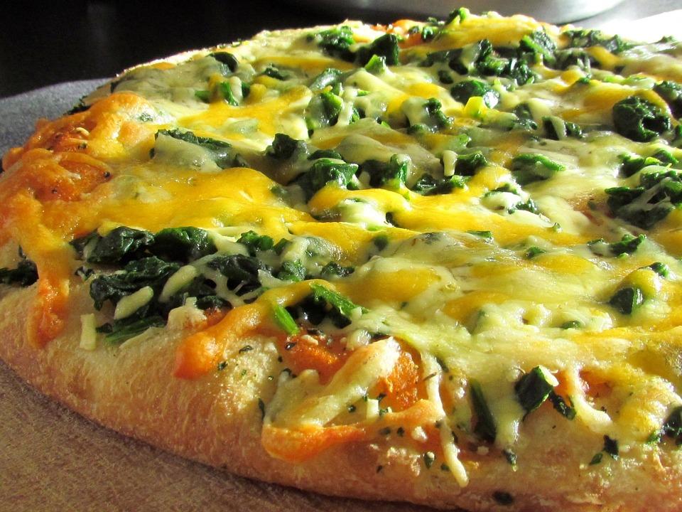 Recetas con espinacas - pizza con queso Reny Picot y espinacas