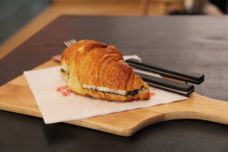 croissant con queso Reny Picot brunch