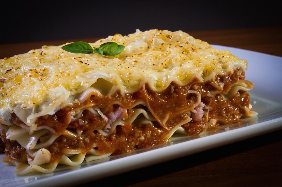 Recetas para comer fuera de casa - lasana con bechamel reny picot y queso mozzarella rallado