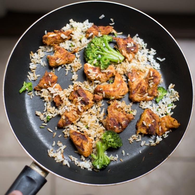 Ensalada de arroz y pollo. Recetas de ensaladas de verano