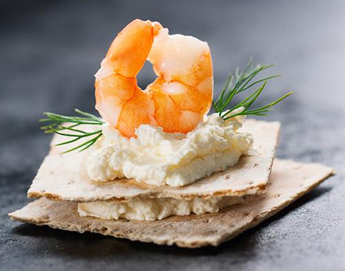 Recetas con queso crema - Montadito de queso crema con gambas